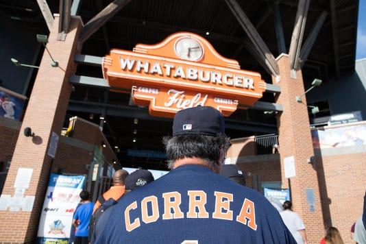 911850002 Bbm Hooks Correa 1