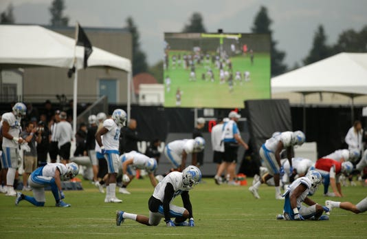 Detroit Lions stretch, Detroit Lions warm up