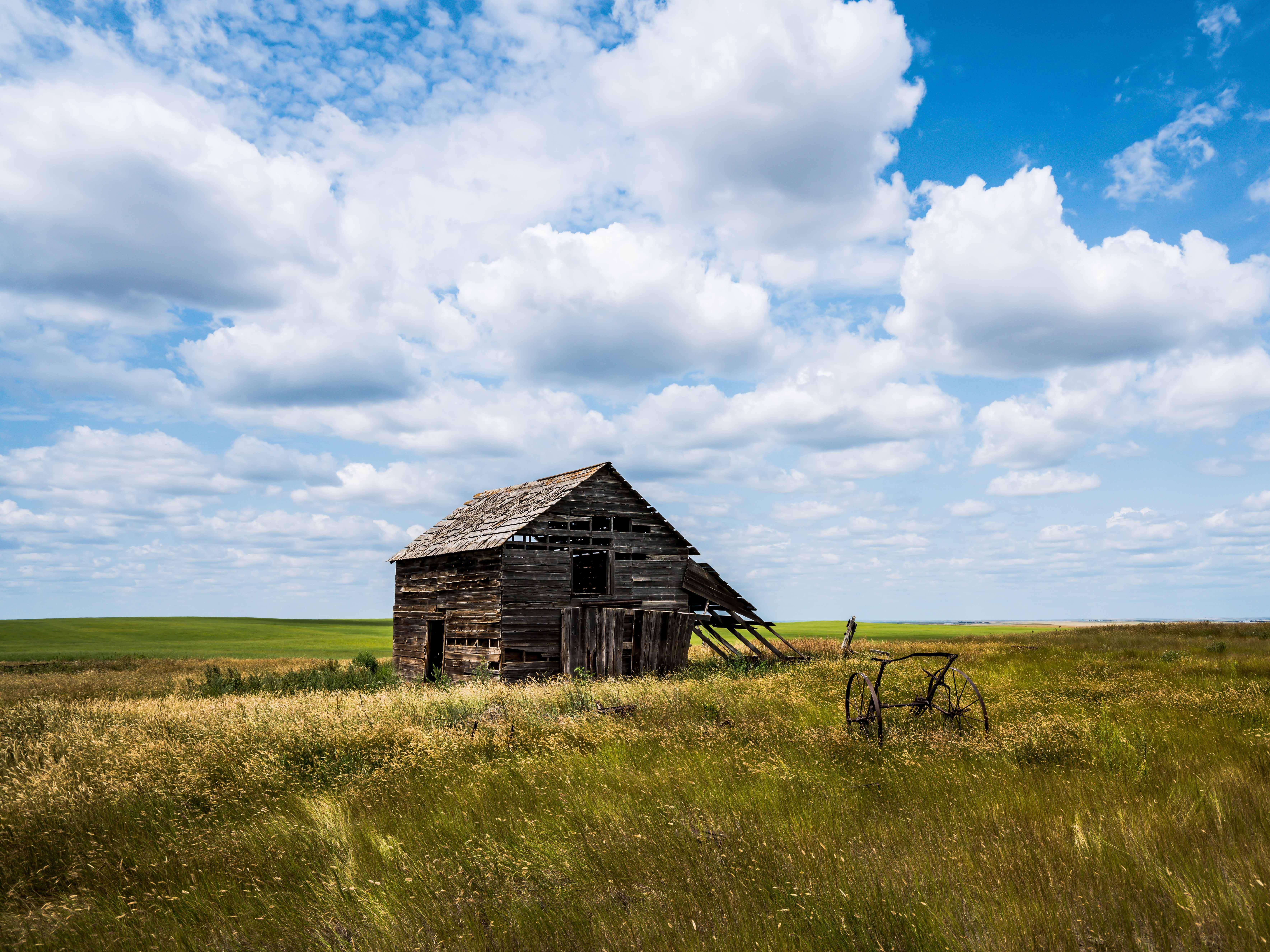 A barn near Larslan weathers away.