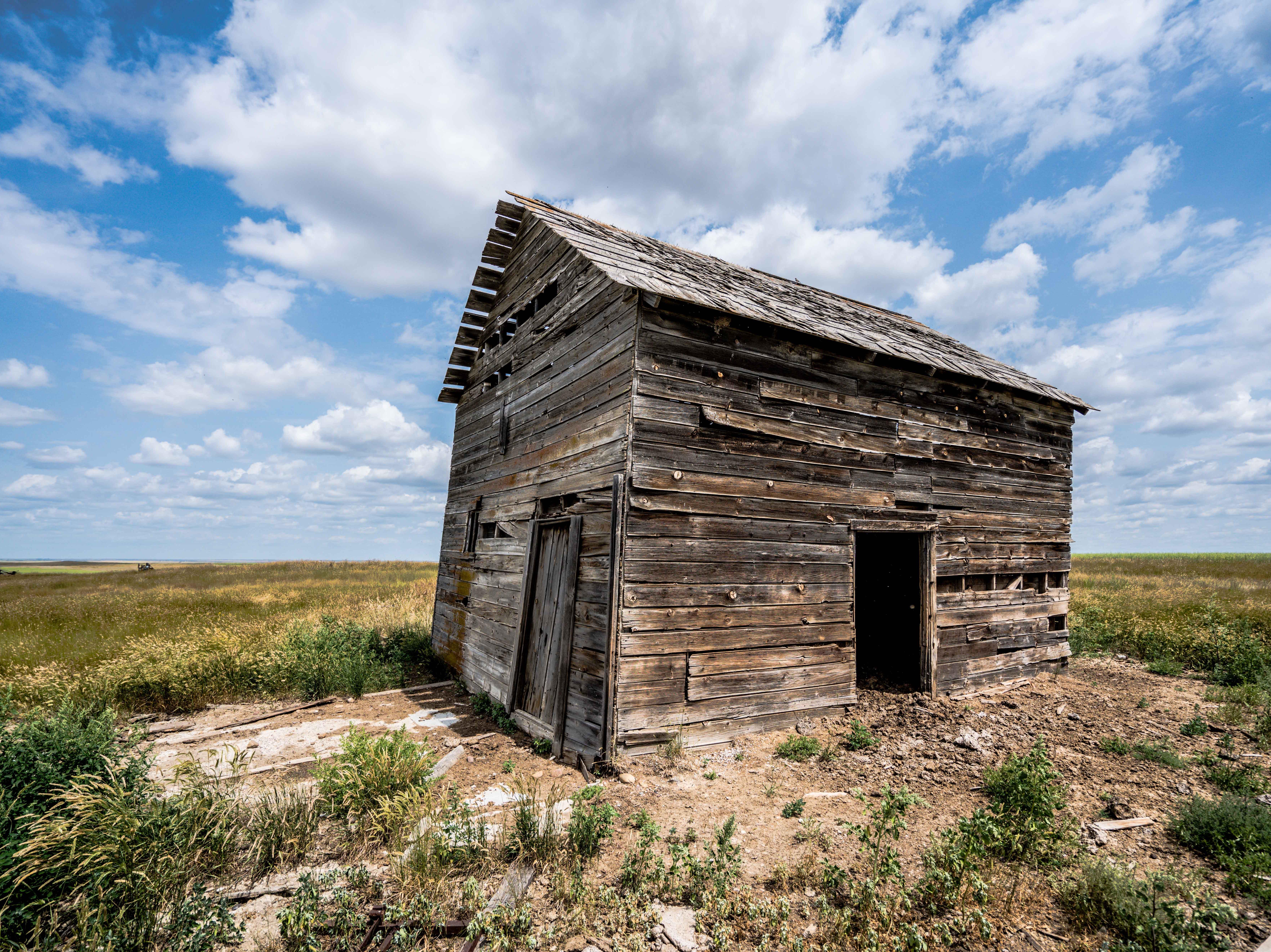 A barn weathers away west of Larslan.