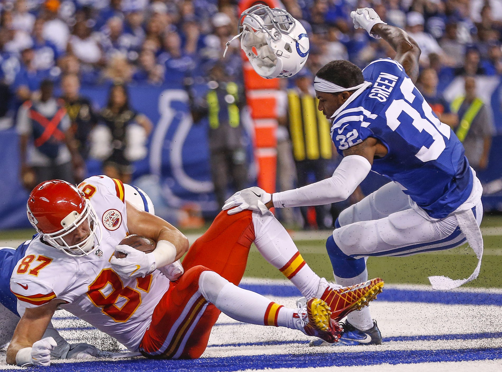 Kansas City Chiefs tight end Travis Kelce (87) pulls in a touchdown against the Indianapolis Colts at Lucas Oil Stadium on Oct. 30, 2016. Indianapolis Colts free safety T.J. Green (32) was called for a penalty on the play.