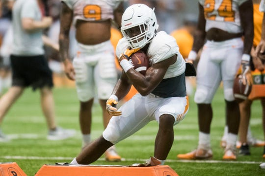 Tennessee running back Ty Chandler (3) runs with the ball during UT Vols preseason football practice Wednesday, Aug. 8, 2018.