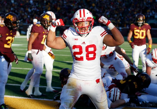 Taiwan Deal celebrates after scoring a touchdown against Minnesota in 2015.