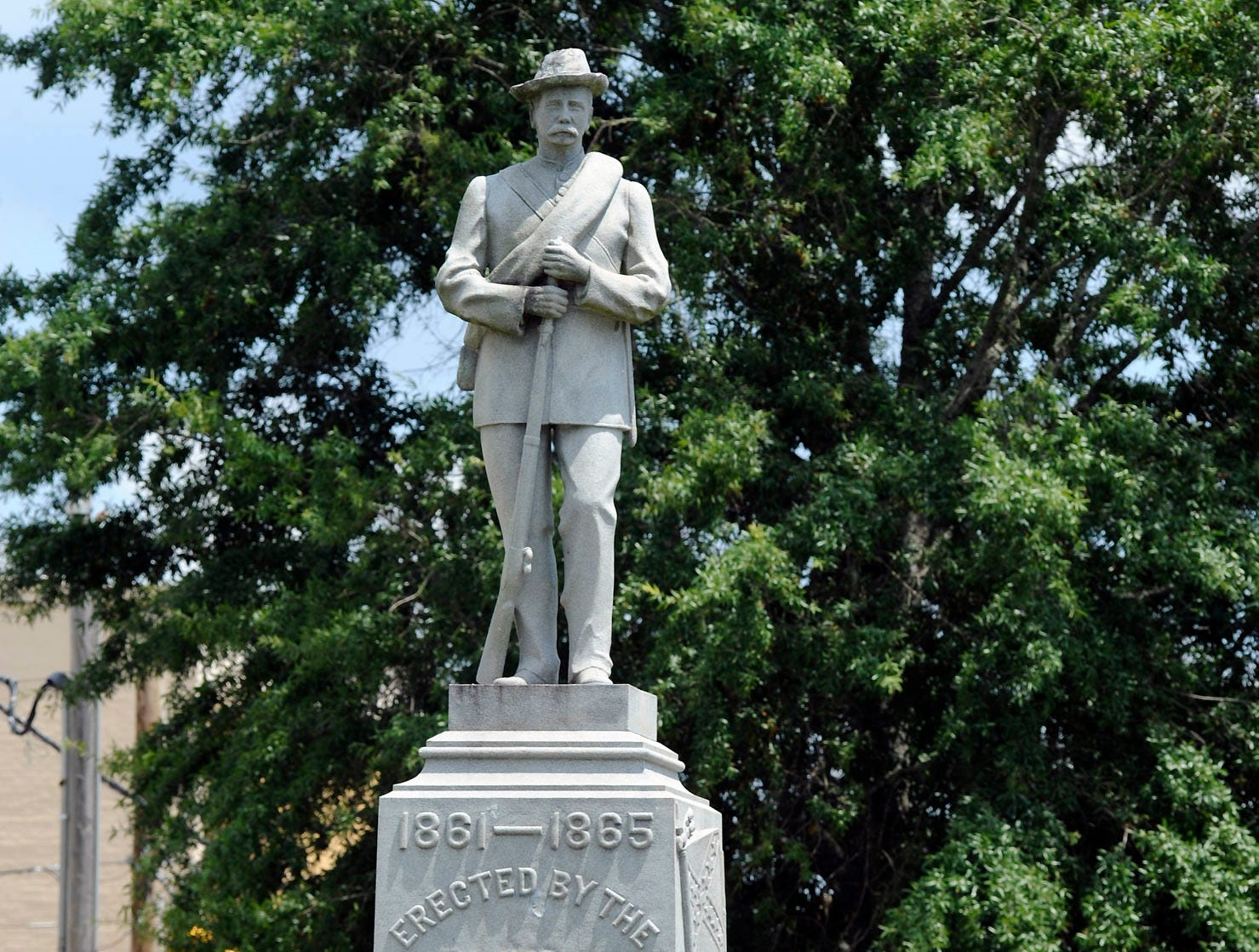 Judge overturns Alabama law that protects Confederate monuments