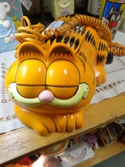 This Garfield phone won't eat lasagna his animated likeness does. But the character so enchanted a pair of little girls that their mother looked to borrow an orange cat for a lasagna party.