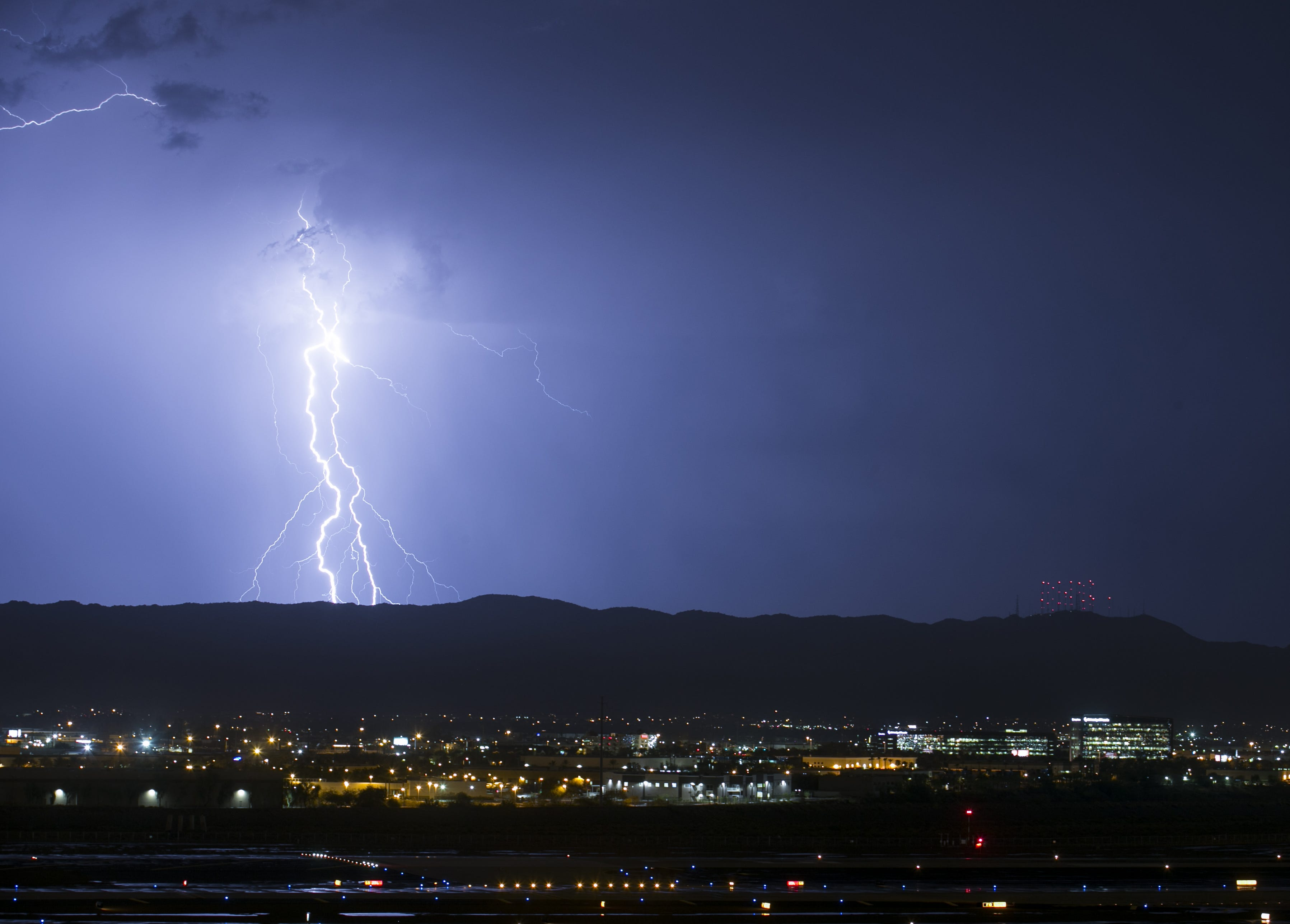 Latest monsoon storm soaks Tempe, dropping 3.6 inches of rain in about an hour | Arizona Central
