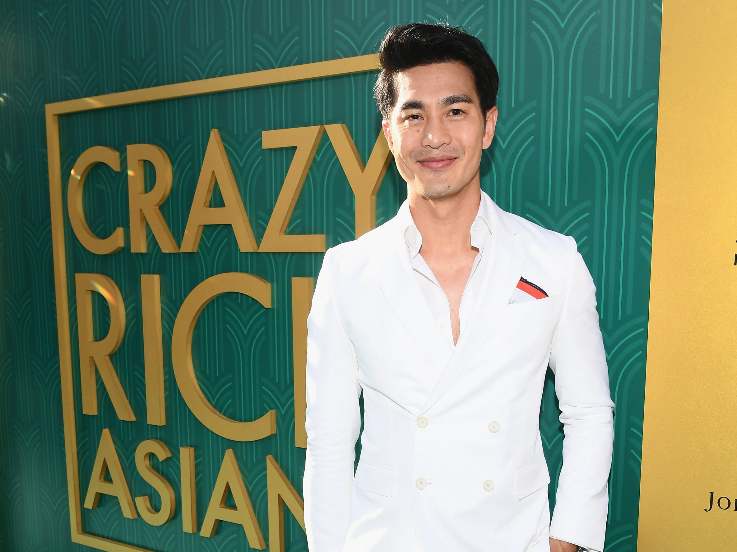 "Pierre Png followed suit with a daper all-white suit at the ""Crazy Rich Asians"" Premiere."