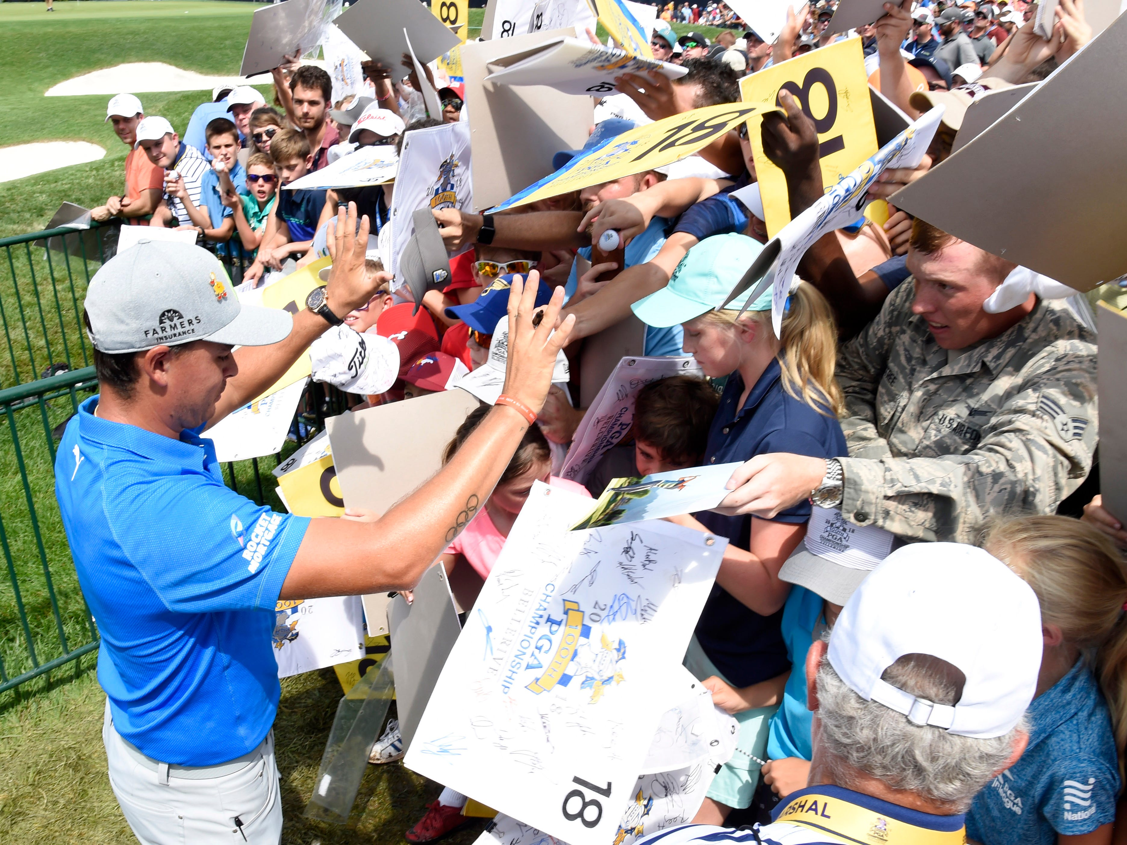 Rickie Fowler draws a crowd at the 18th green.