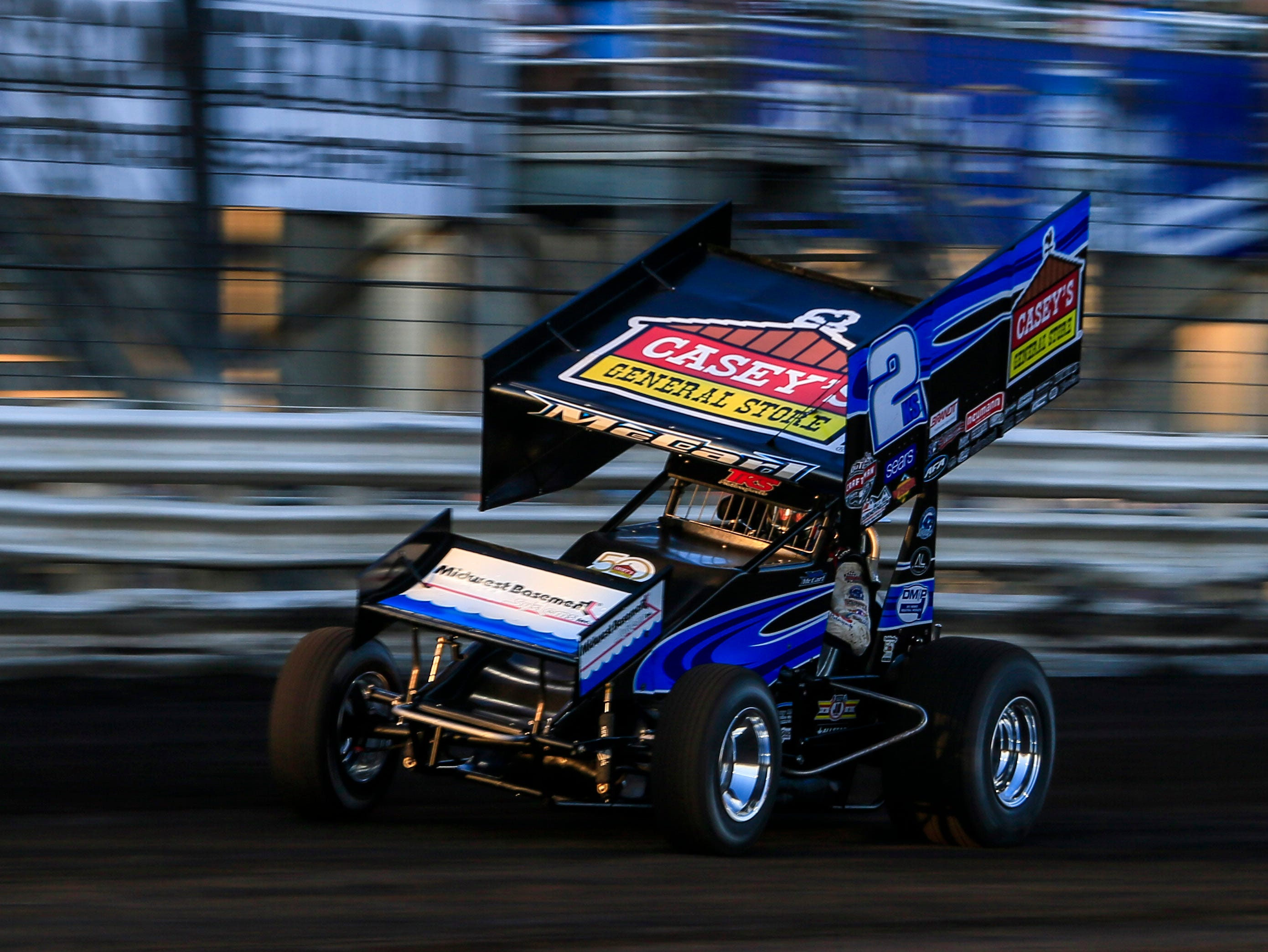 Austin McCarl rounds the track during the Knoxville Nationals Wednesday, Aug. 8, 2018.