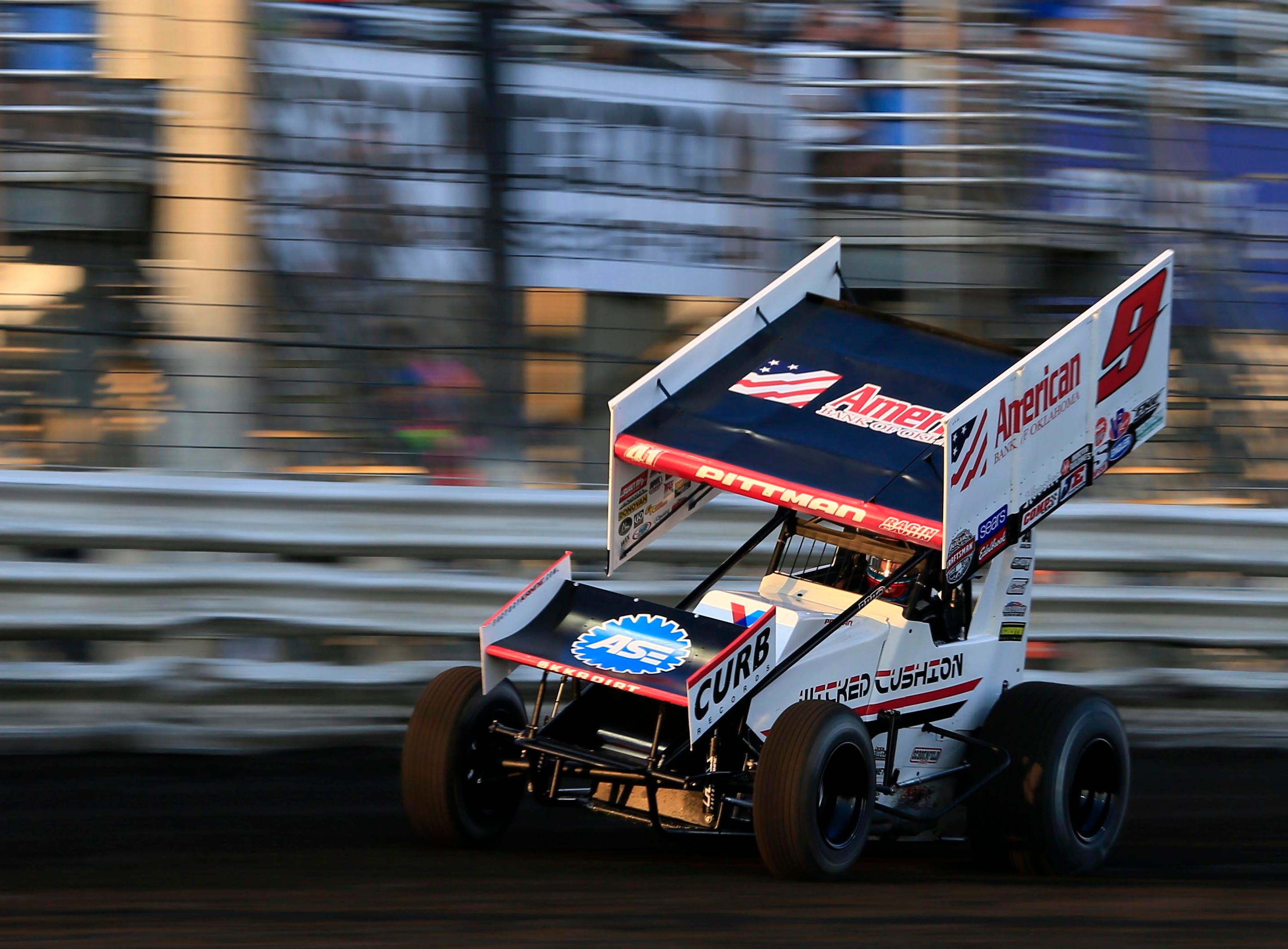 Matt Juhl rounds the track during the Knoxville Nationals Wednesday, Aug. 8, 2018.