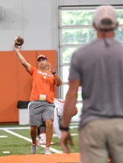 Dabo Swinney tosses a pass to NFL Hall of Famer Brett Favre.