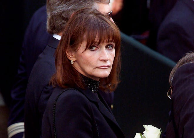 FILE - In this Oct. 3, 2000 file photo, actress Margot Kidder, who dated former Prime Minister Pierre Trudeau, arrives for his funeral at Notre-Dame Basilica in Montreal. Kidder's daughter says the Superman actress' death has been ruled a suicide. Maggie McGuan told The Associated Press Wednesday, Aug. 8, 2018, that she knew her mother died by suicide when she was brought to Kidder's house in May 2018, and that it is a big relief to have the truth out. (Adrian Wyld/The Canadian Press via AP, File)
