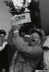 Defensive back John Gainey hoisted the Fiesta Bowl trophy.Jan. 2, 1991