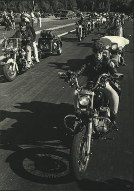 fe09a87d1 1990: Hundreds of Harley motorcycle riders, including top company  officials, head off from
