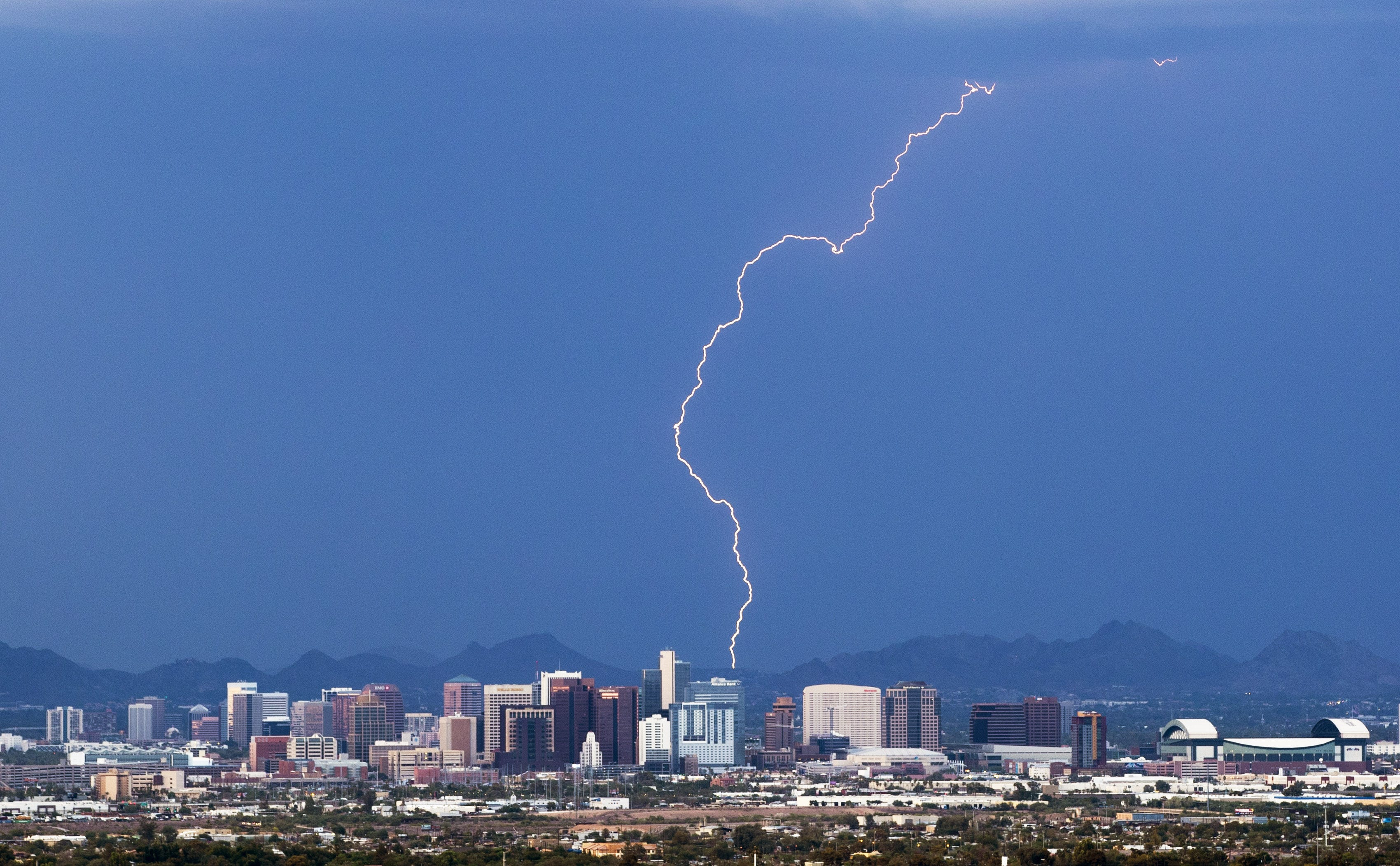 Road closures, cleanup continue after strong monsoon storm pummels Phoenix area | Arizona Central