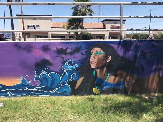 Lucinda Yrene pintó esta porción de la pared fuera de Azukar Coffee en Central Avenue y Baseline Road.