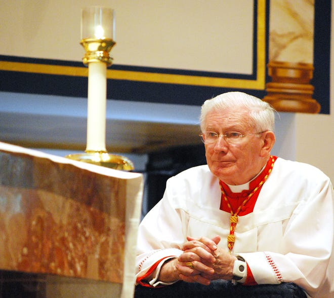 Cardinal William Keeler prays during a Sunday Mass at St. Mary's in this 2010 file photo.