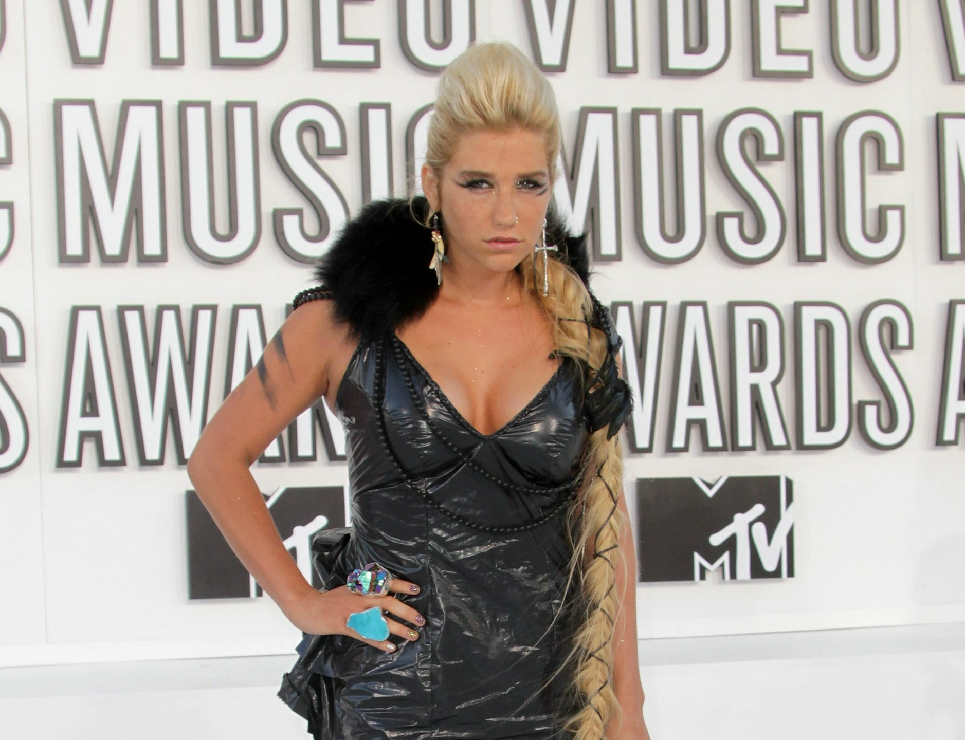 Kesha arrives at the 2010 MTV Video Music Awards on September 12, 2010 in Los Angeles, California.