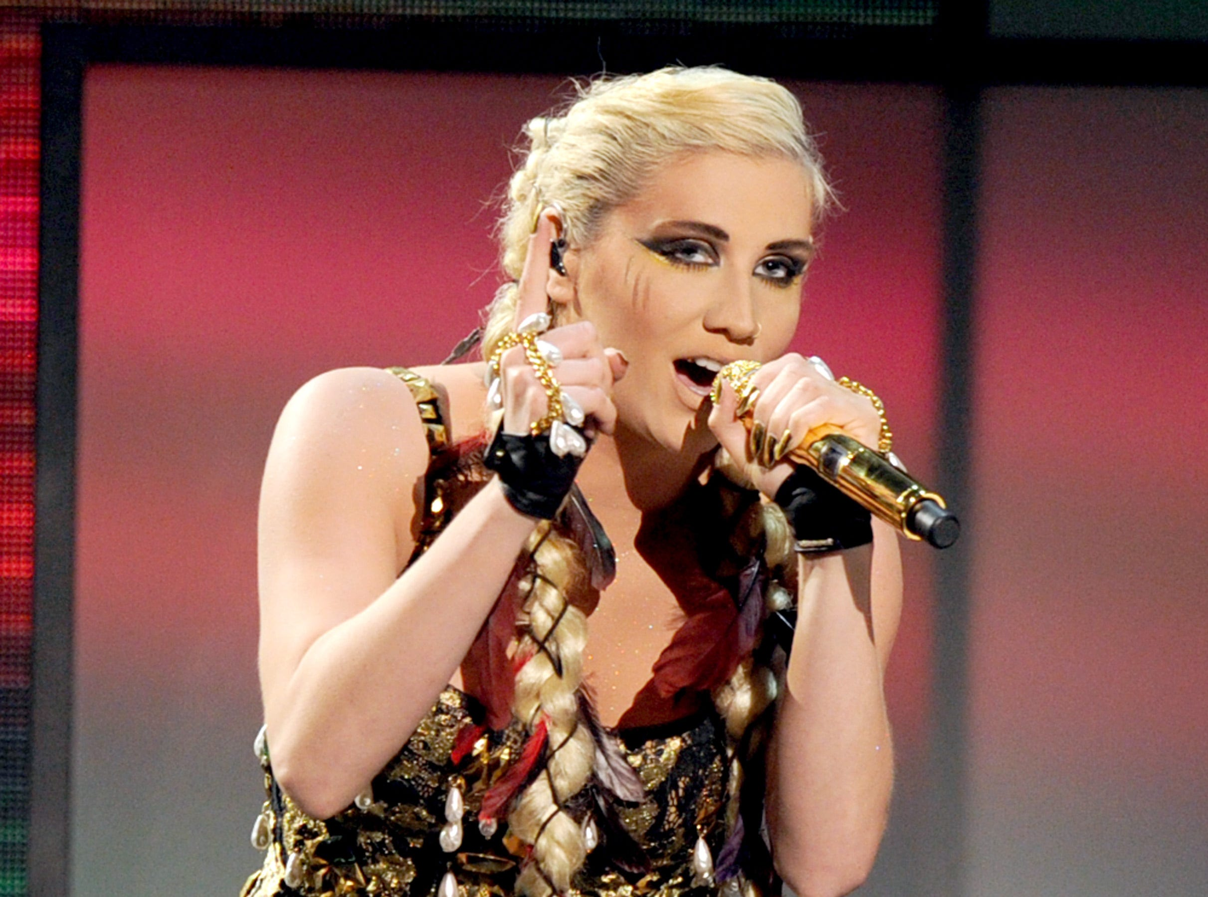 Kesha performs onstage during the 2012 American Music Awards on November 18, 2012 in Los Angeles, California.