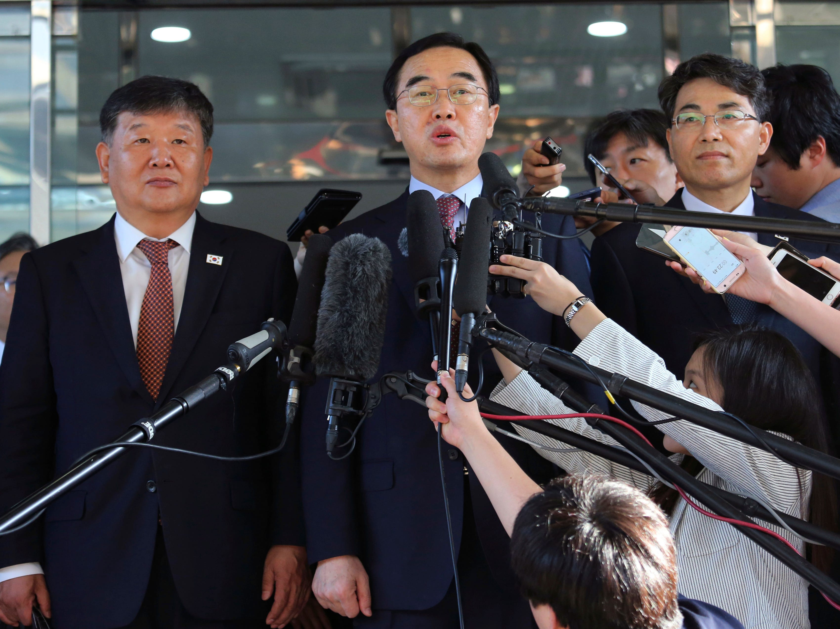 Ap Koreas Summit I File Kor