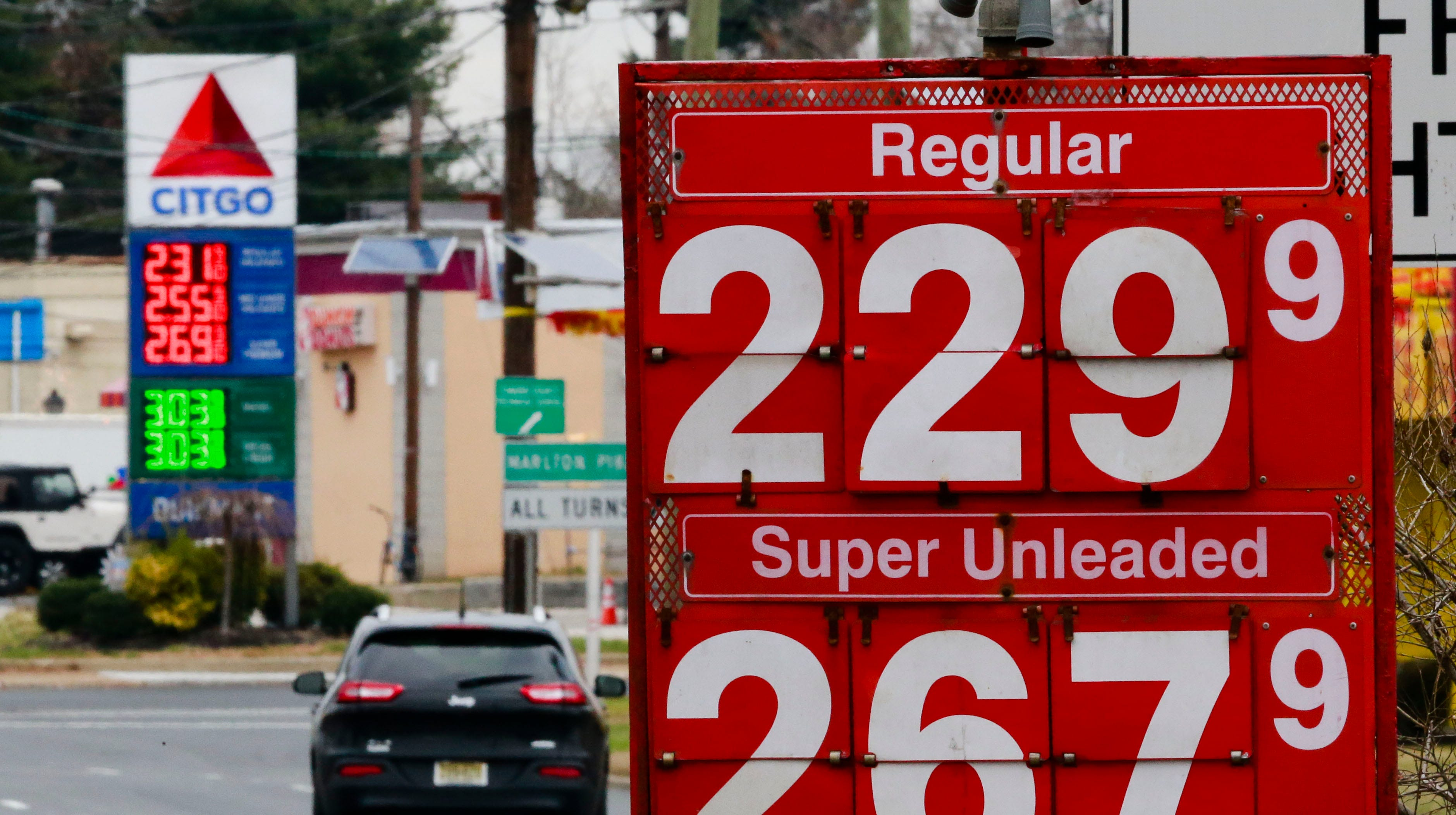 Savvy travelers have tricks to find the lowest gas prices when they travel, but caution that going too far out of your way can be counterproductive.