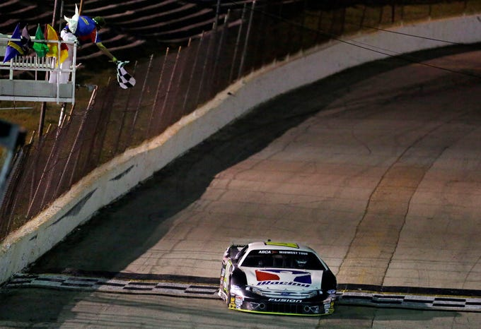 """Ty Majeski wins the """"Blue Race"""" of the Red, White and Blue series Thursday, August 9, 2018, at Wisconsin International Raceway in Kaukauna, Wis.Ron Page/USA TODAY NETWORK-Wisconsin"""