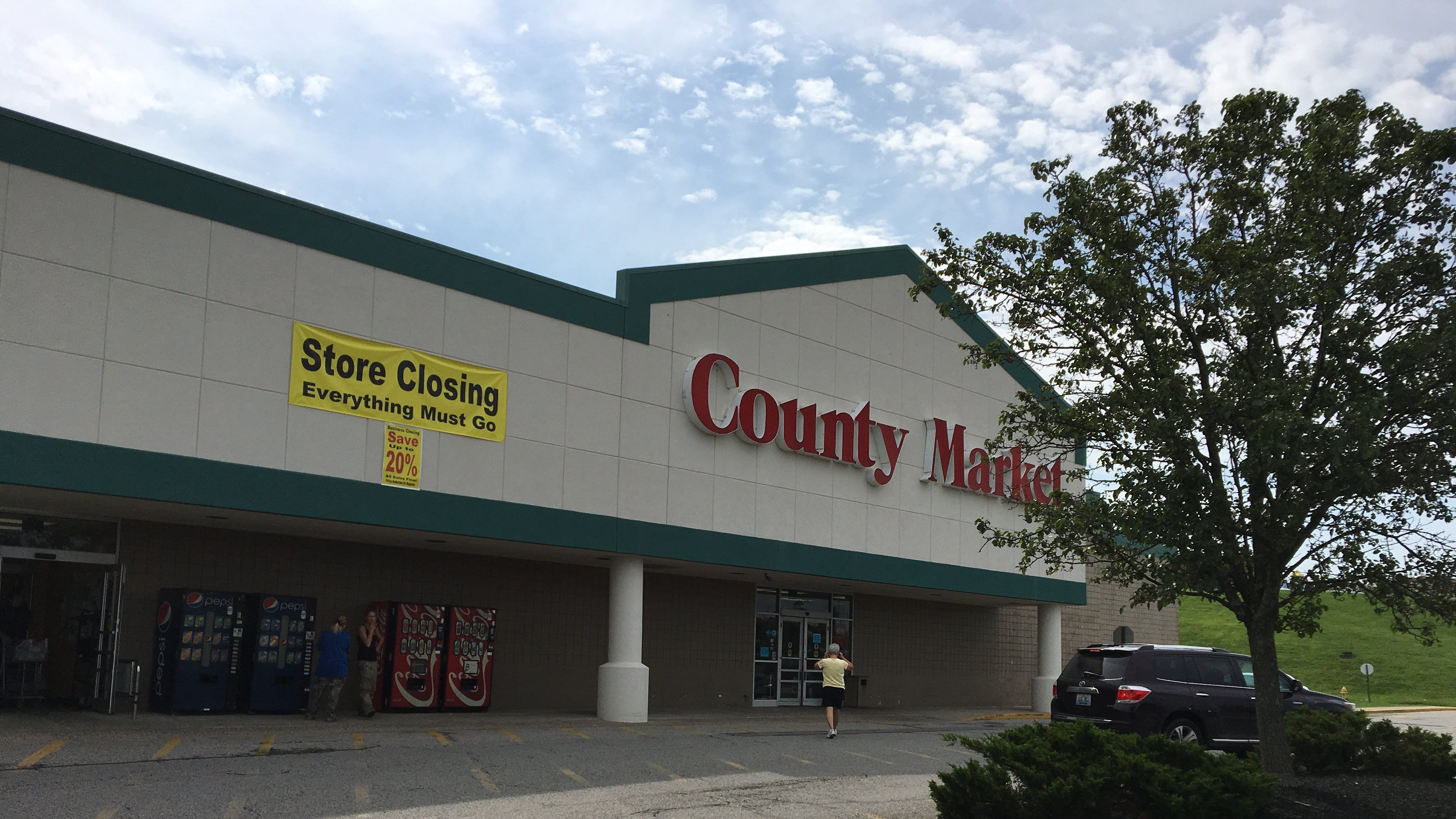 alexandria village green: county market closes, planet fitness coming