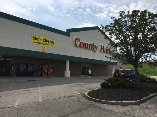 Independent grocery County Market will close its store in the Alexandria Village Green shopping center Sept. 30, 2018.