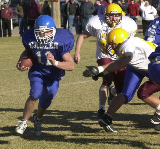 Fairfield's Cory Luoma runs to daylight against Florence in 2001.