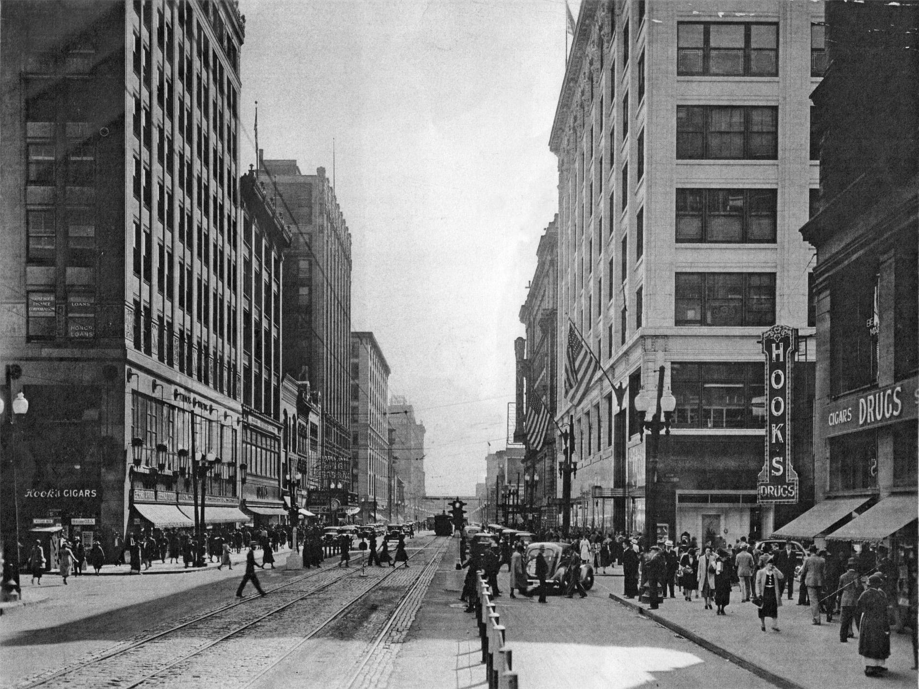 Illinois Street looking south just north of Market Street in the late 1940s.
