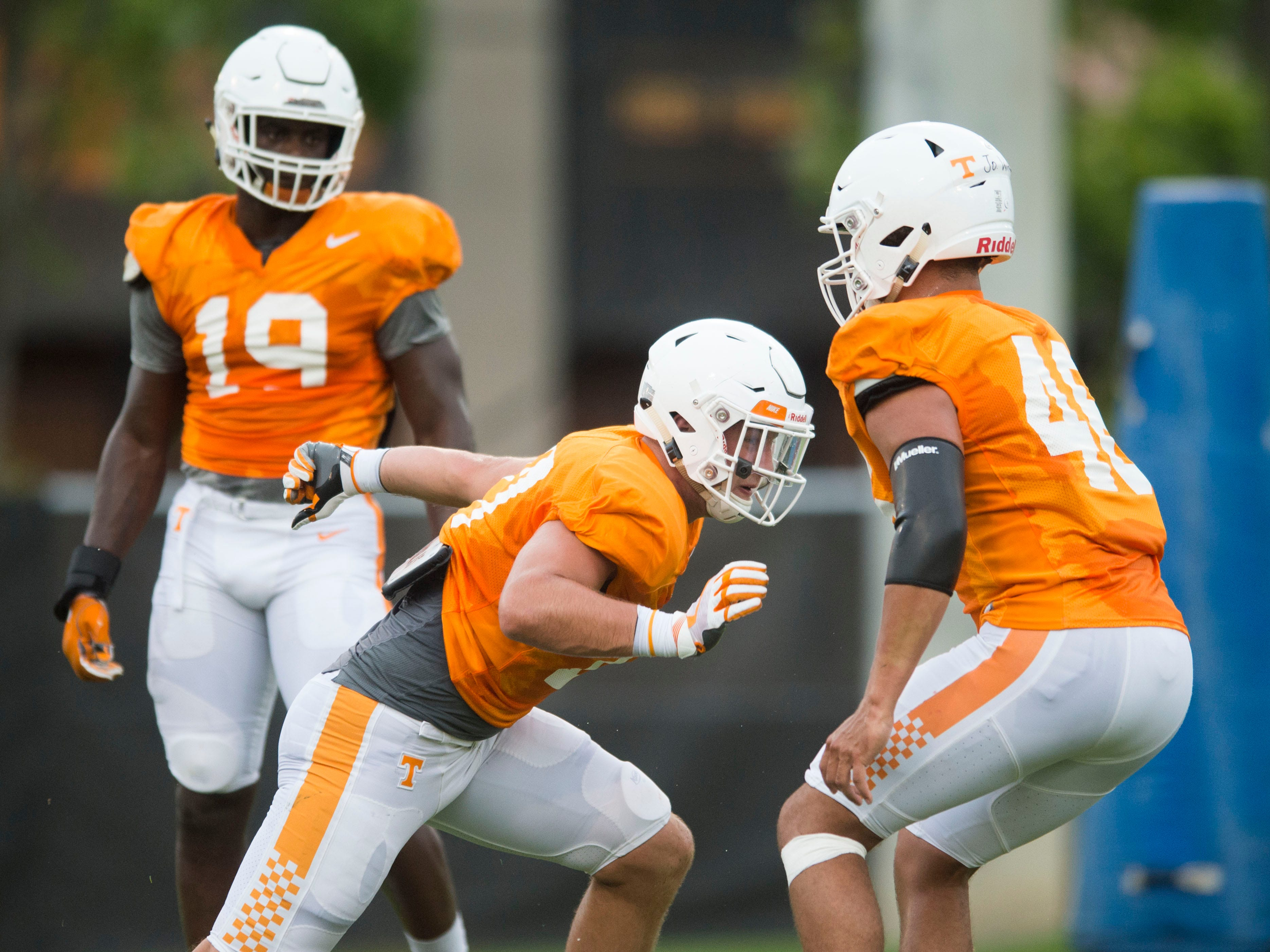 Tennessee linebacker Dillon Bates, left, tried to get past Joshua Warren during drills at football practice on Thursday, August 9, 2018.