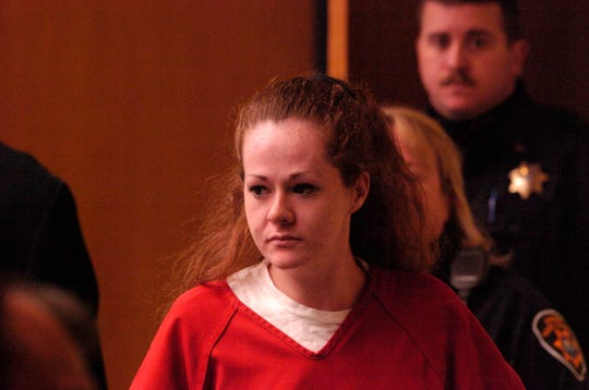 Christa Pike enters a Knox County Criminal Court on December 4, 2007.