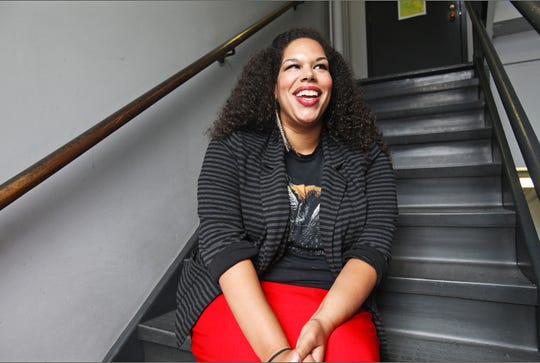 """Bethany Thomas sings the music of five great divas in """"Songs for Nobodies,"""" a Milwaukee Repertory Theater production beginning Sept. 7 in the newly renovated Stackner Cabaret."""