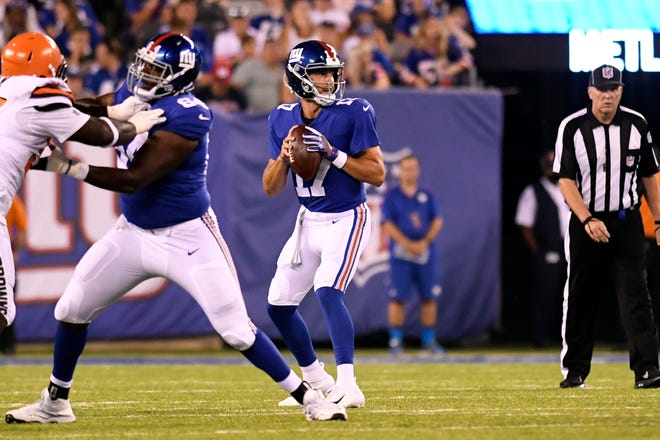 New York Giants quarterback Kyle Lauletta (17) looking for an open receiver. The New York Giants face the Cleveland Browns in a preseason game in East Rutherford, NJ on Thursday, August 9, 2018.