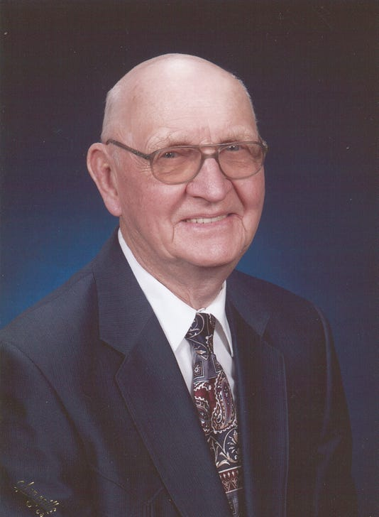 Amundson Lloyal Obit Photo