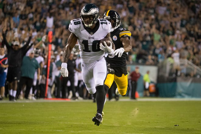 Eagles Shelton Gibson (18) breaks away from the Steelers defense to go on and score Thursday at Lincoln Financial Field.