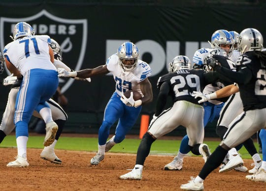 Detroit Lions running back Kerryon Johnson (33) carries the ball against the Oakland Raiders during the first quarter at Oakland Coliseum on Aug. 10, 2018.