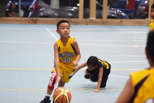 Yellowjackets player Gavin Paet drives to the hoop in a game against the Inarajan Hawks One on Aug. 10 in a Sinajana Youth Basketball League game at the Sinajana Gym.