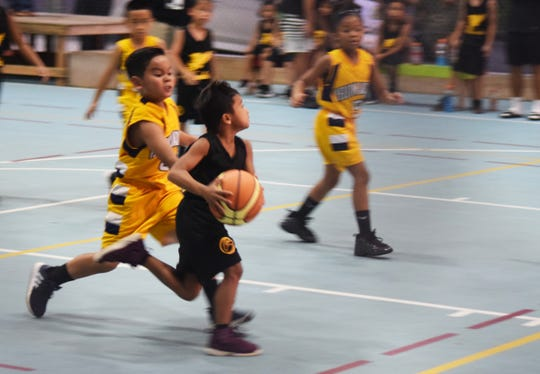 Under-8 action in the Sinajana Youth Basketball League between the Dededo Yellowjackets and Inarajan Hawks One on Aug. 10 at the Sinajana gym.