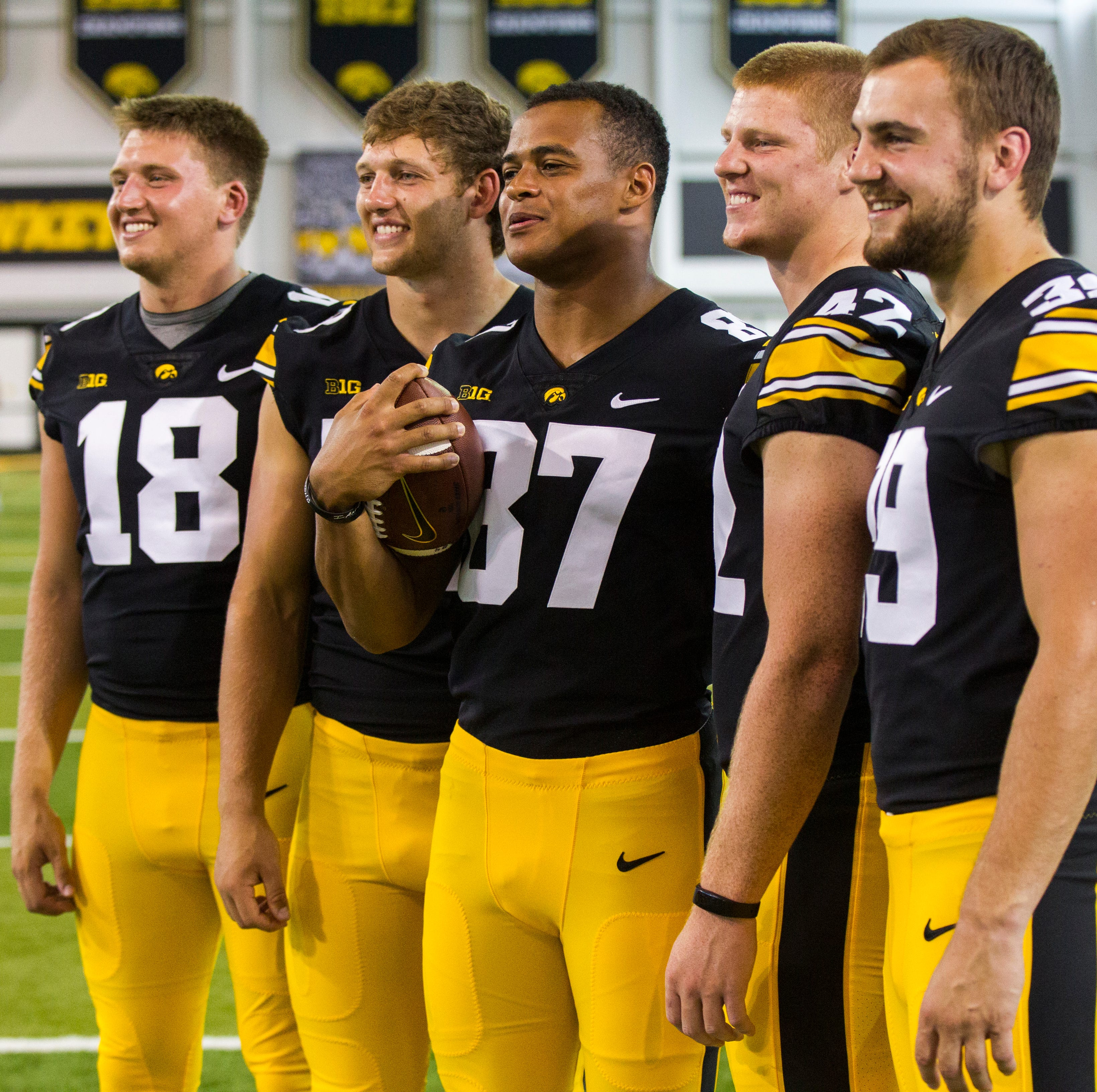 Leistikow: Hawkeye tight ends built, coached to match their 2018 hype