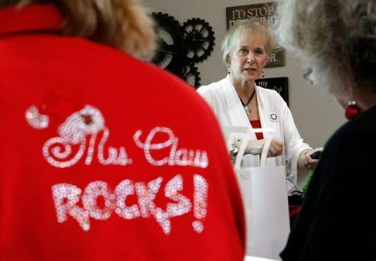 05 LAN Mrs Claus