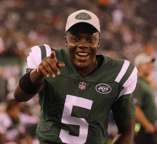 Jets QB Teddy Bridgewater having a laugh on the Jets sideline late in the preseason game when the Jets topped the Atlanta Falcons, 17-0, at MetLife Stadium in East Rutherford on Friday, Aug. 10, 2018.