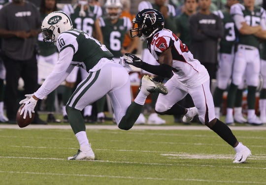 Jets wide receiver Jermaine Kearse, left, makes this catch to give his team a first down in the first quarter during a preseason game against the Atlanta Falcons at MetLife Stadium on Friday, Aug. 10, 2018 in East Rutherford.