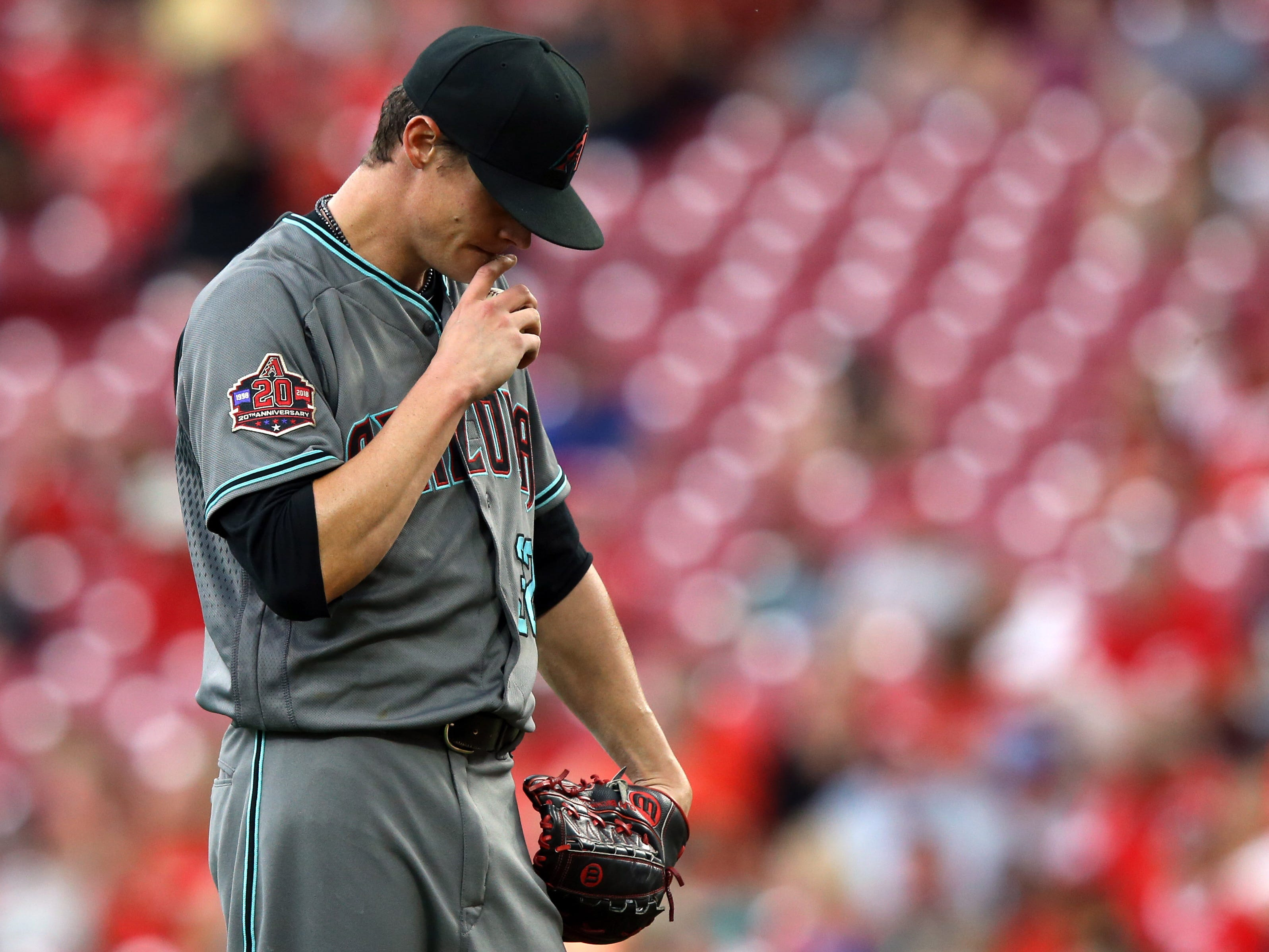 Aug 10, 2018; Cincinnati, OH, USA; Arizona Diamondbacks starting pitcher Clay Buchholz (32) prepares to throw against against the Cincinnati Reds in the first inning at Great American Ball Park.