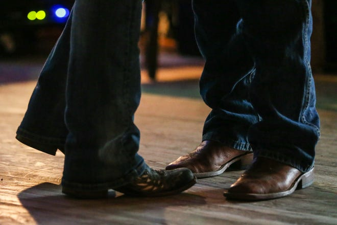 A new country entertainment venue in Wetumpka will feature a 24-foot by 24-foot dance floor, a stage, pool tables, a jukebox and - eventually - a steakhouse.