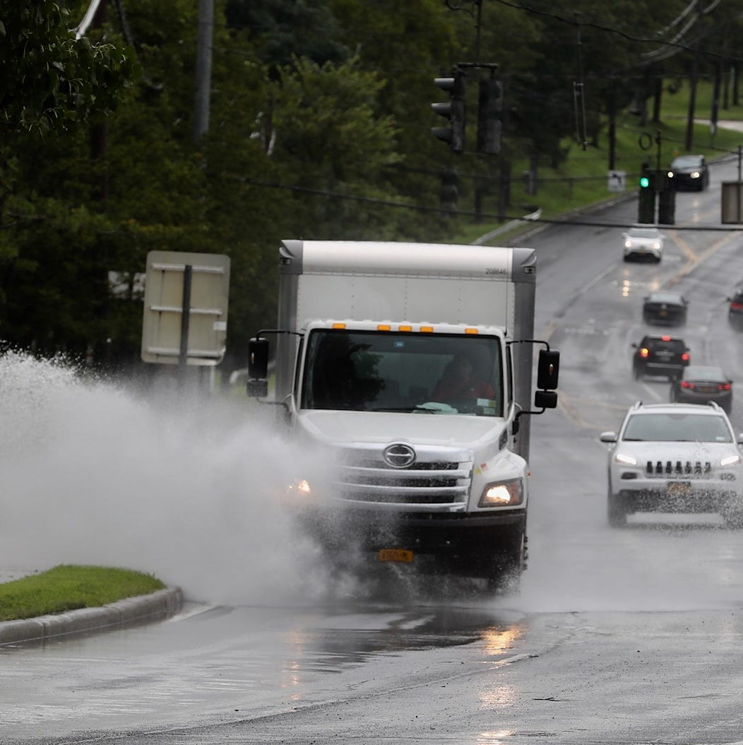 Rain: 1 inch per hour falls on White Plains