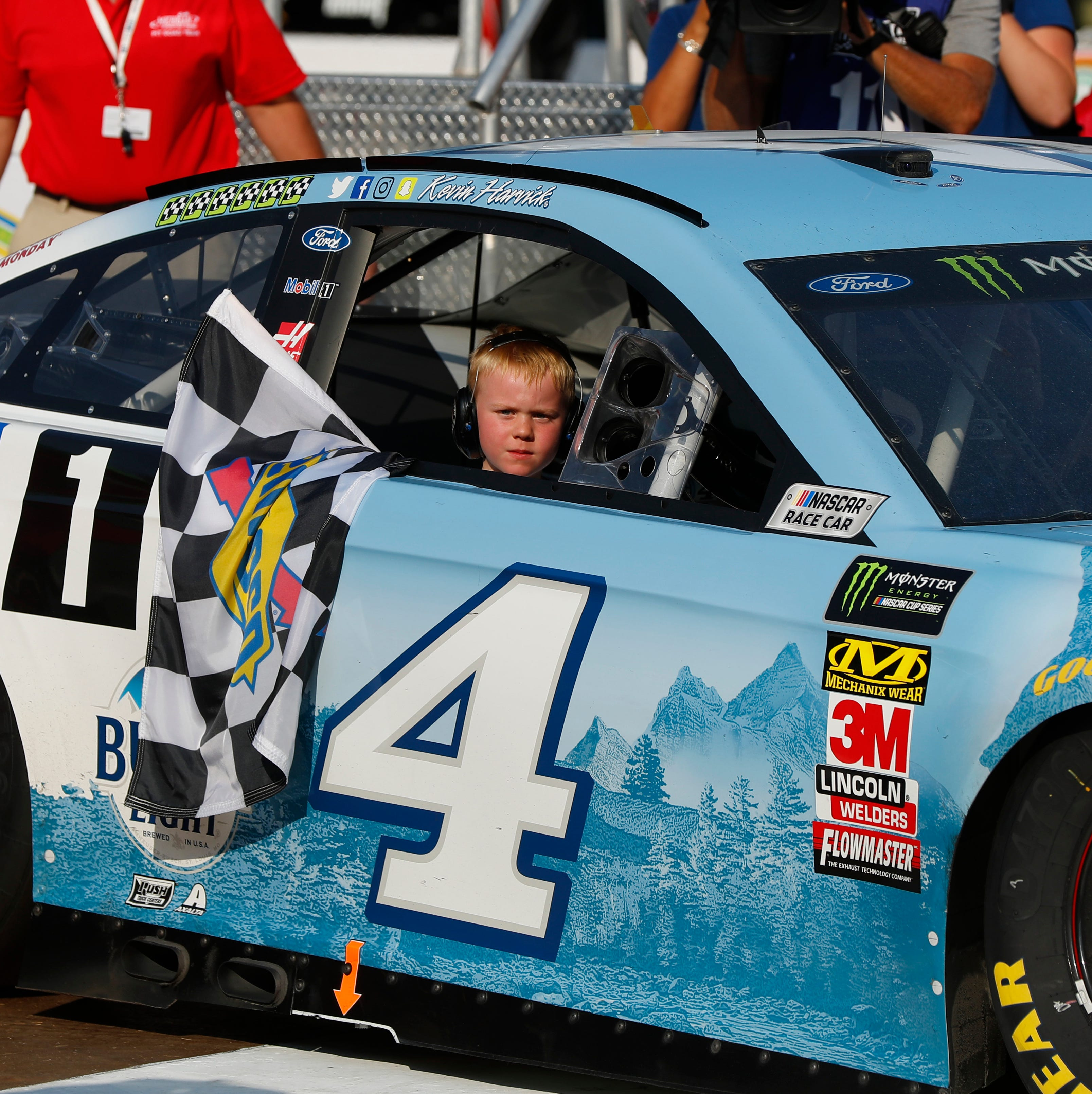 NASCAR: Kevin Harvick cruises for win at MIS, celebrates with son