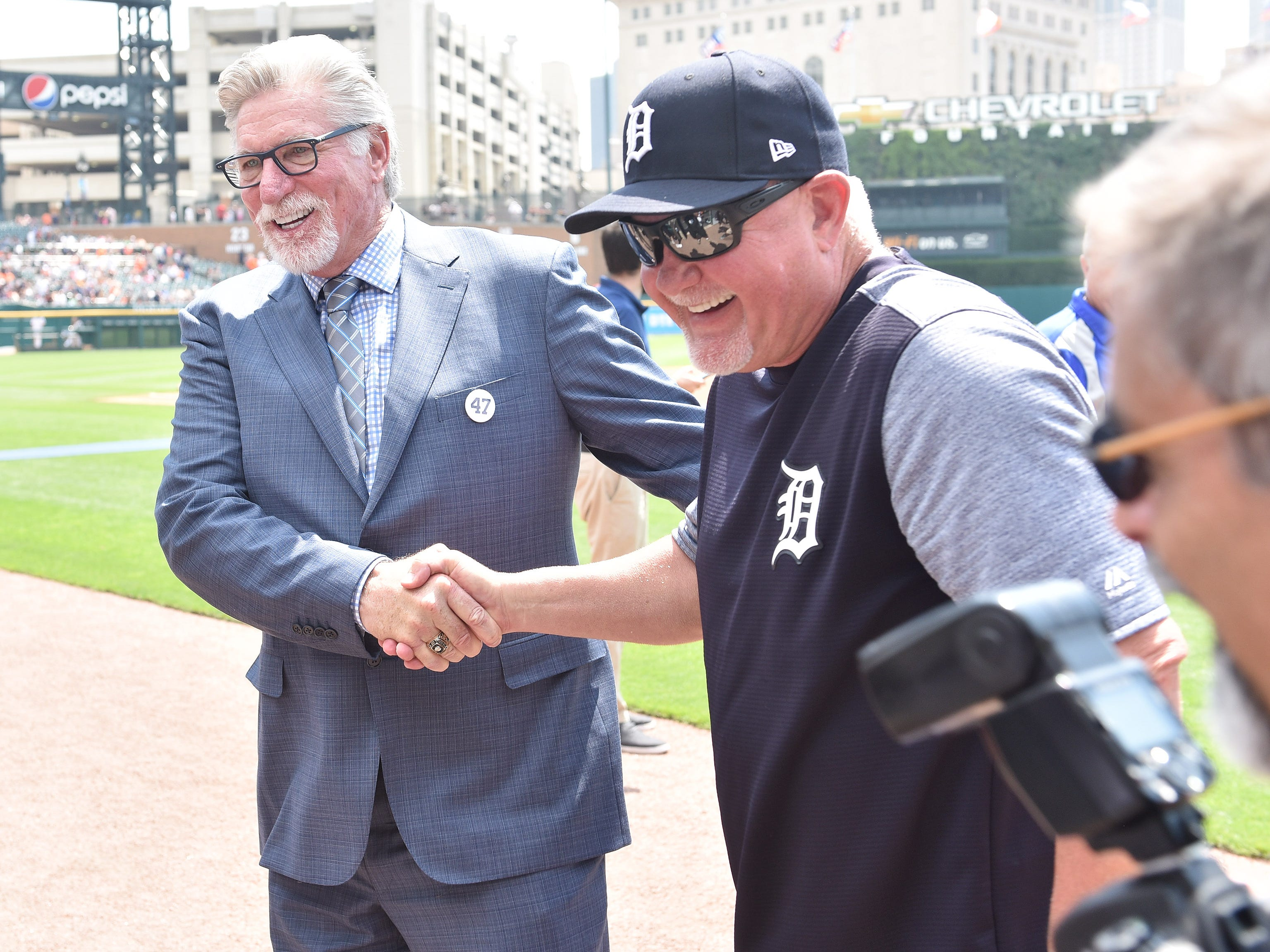 Jack Morris, left, with Tigers manager Ron Gardenhire after the special pregame ceremony.
