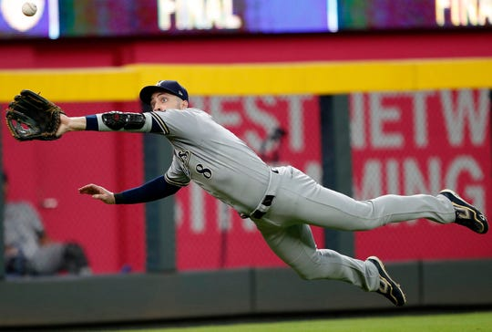 Brewers leftfielder Ryan Braun lays out to make a diving catch of a liner off the bat of the Braves' Ender Inciarte in the seventh inning Saturday night.