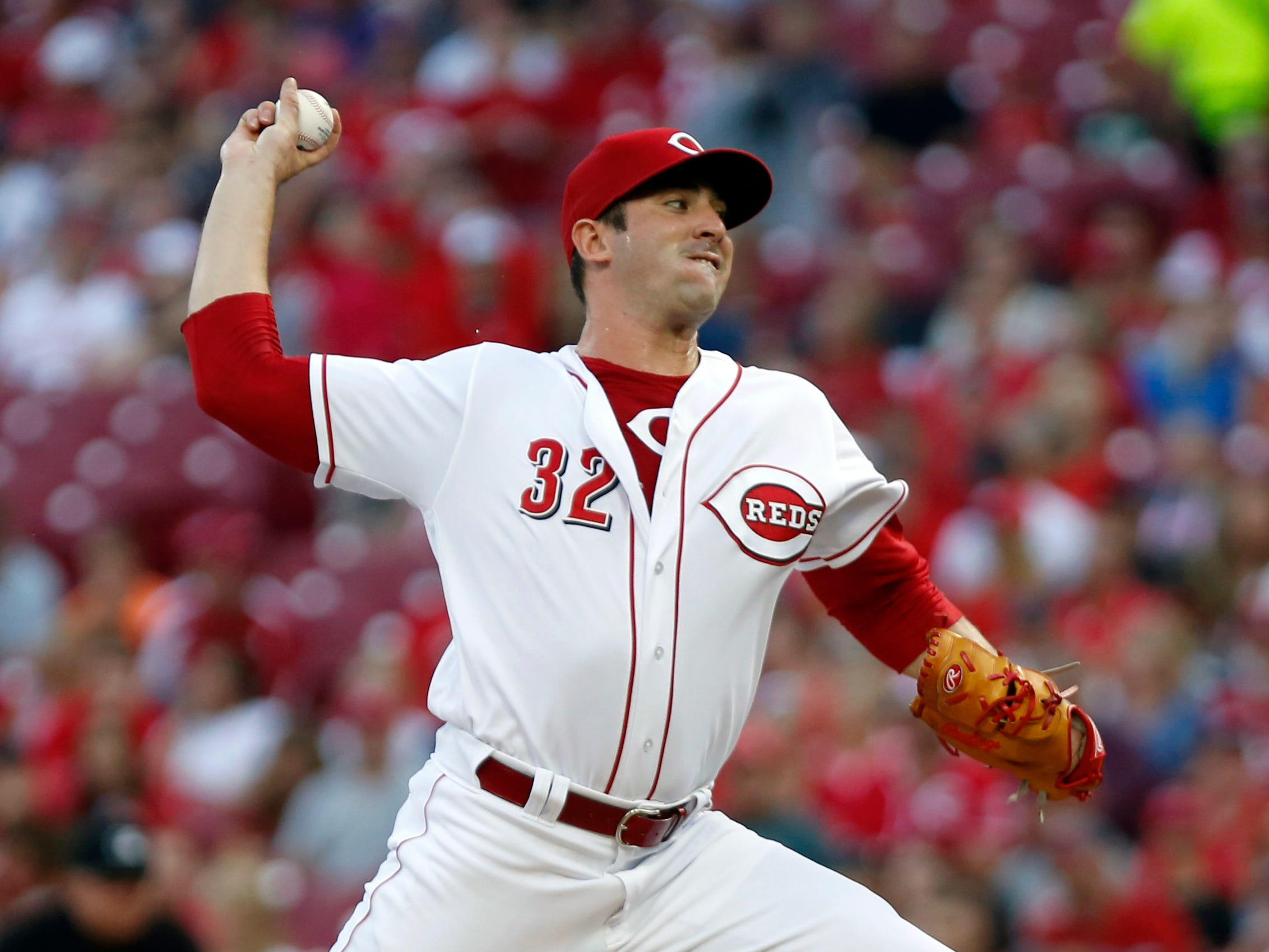 Aug 11, 2018; Cincinnati, OH, USA; Cincinnati Reds starting pitcher Matt Harvey (32) throws against the Arizona Diamondbacks during the first inning at Great American Ball Park. Mandatory Credit: David Kohl-USA TODAY Sports
